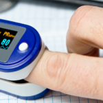 Pulse oximeter measuring oxygen saturation